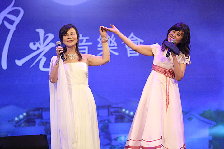 龍千玉與江志美姊妹聯手合唱